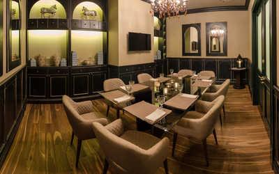 Банкетный зал ресторана Мукузани на площади Европы