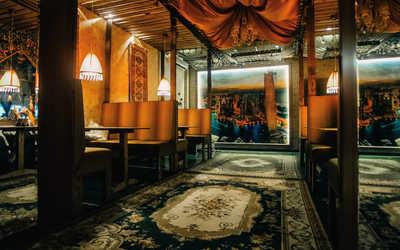 Банкетный зал бара Мама, я в Дубай на улице Красных Партизан