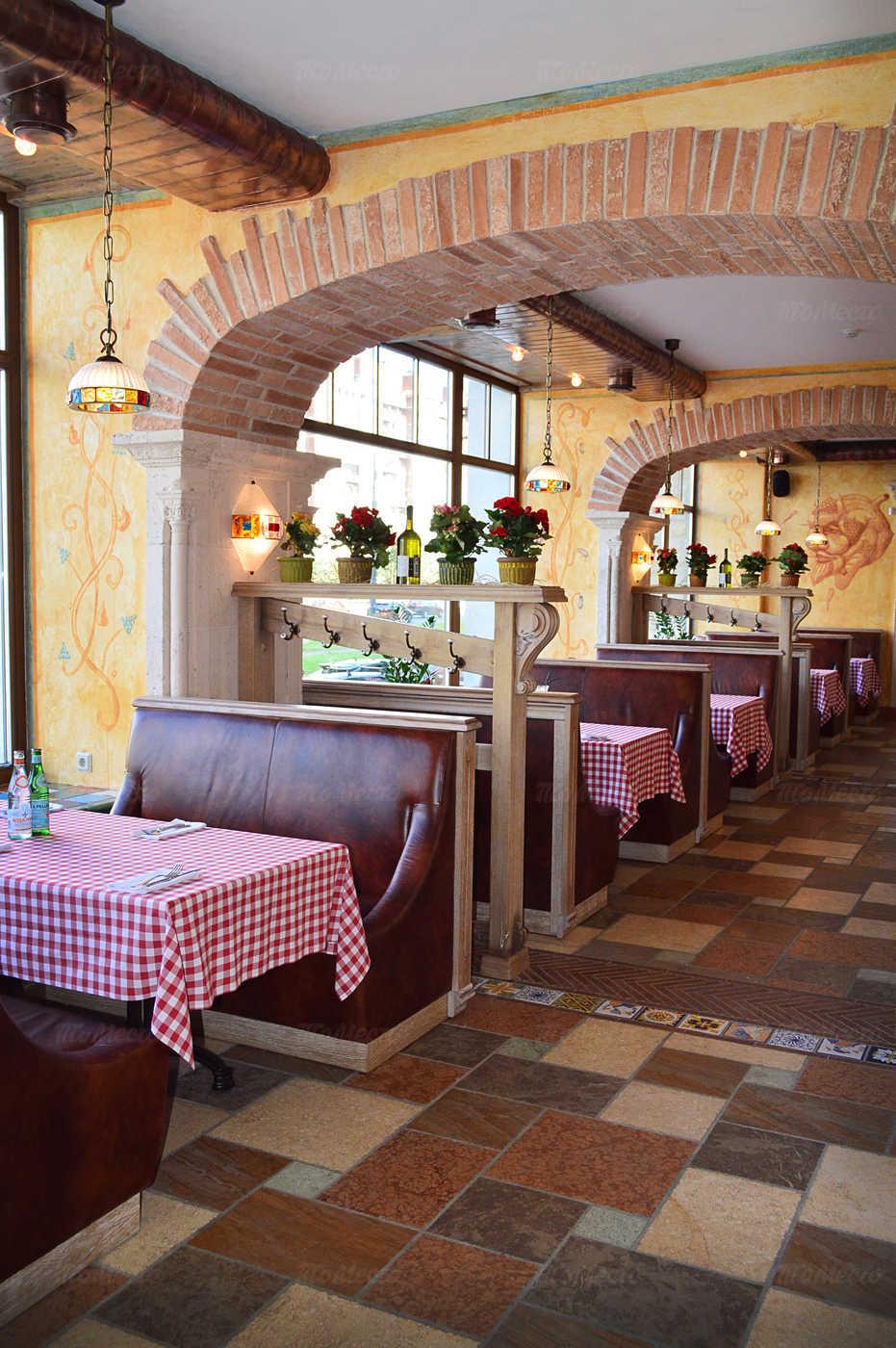 Ресторан Мама Рома (Mama Roma) на проспекте Большевиков