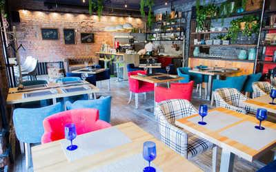 Банкетный зал кафе Family Friends на 9-ой линии В.О. фото 2