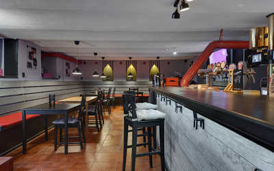 Банкетный зал паба Beer and Wine на ул. Восстания фото 1