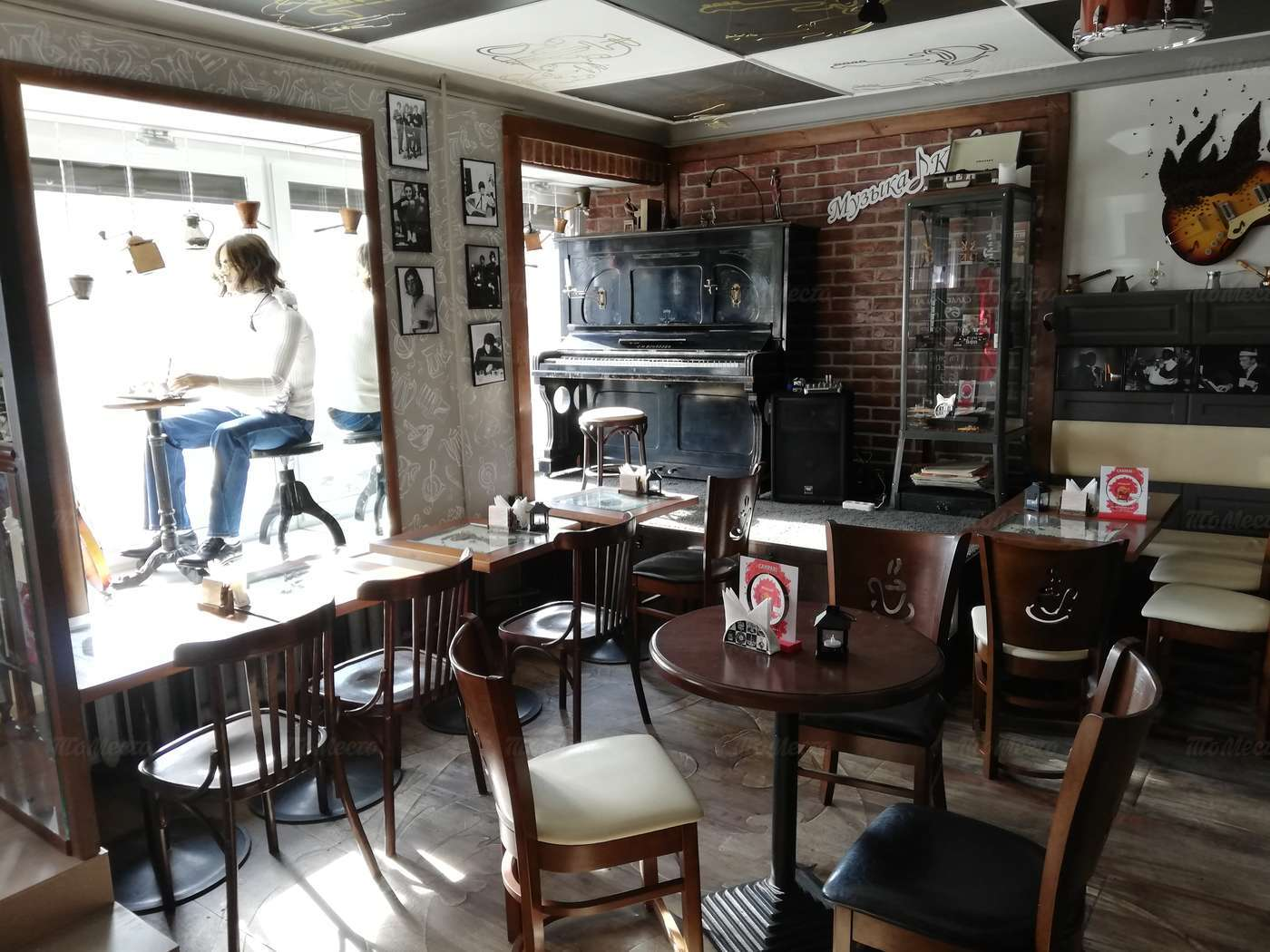 Кафе Музыка кофе на набережной реки Фонтанки фото 7