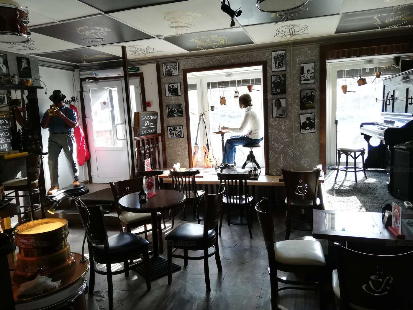 Кафе Музыка кофе на набережной реки Фонтанки фото 5
