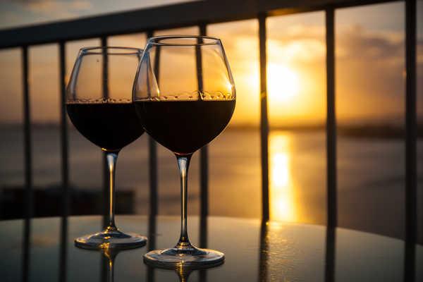 Вечер с бокалом вина